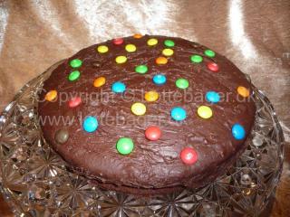 Chokoladekage med hasselnødder og M&M's | Bageopskrifter, kageopskrifter og opskrifter på tærte m.m.