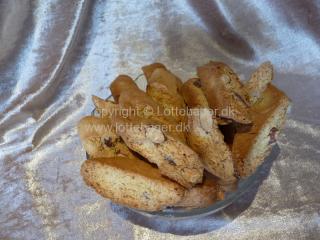 Cantucci bicotti di prato - italienske mandelcookies | Lottebager.dk | Bageopskrifter, kageopskrifter og opskrifter på tærte m.m.