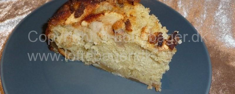 Bagt æblekage med kanel og marcipan